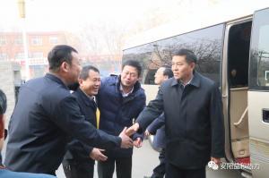 市委书记李公乐深入益和热力看望一线职工